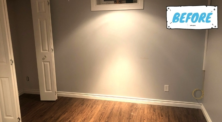 Empty ruum- walls are grey, on the left there's an empty closet and a little of the brown flooring is also in the picture